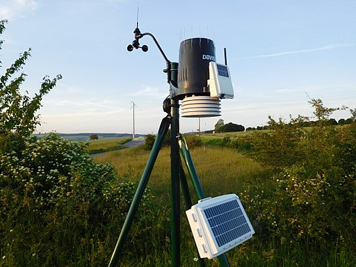 Davis Instruments Pro2 Solar Powered Weather Station