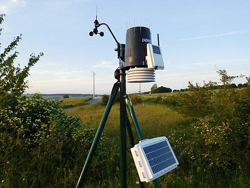 Davis Instruments Pro2 Solar Powered Weather Station